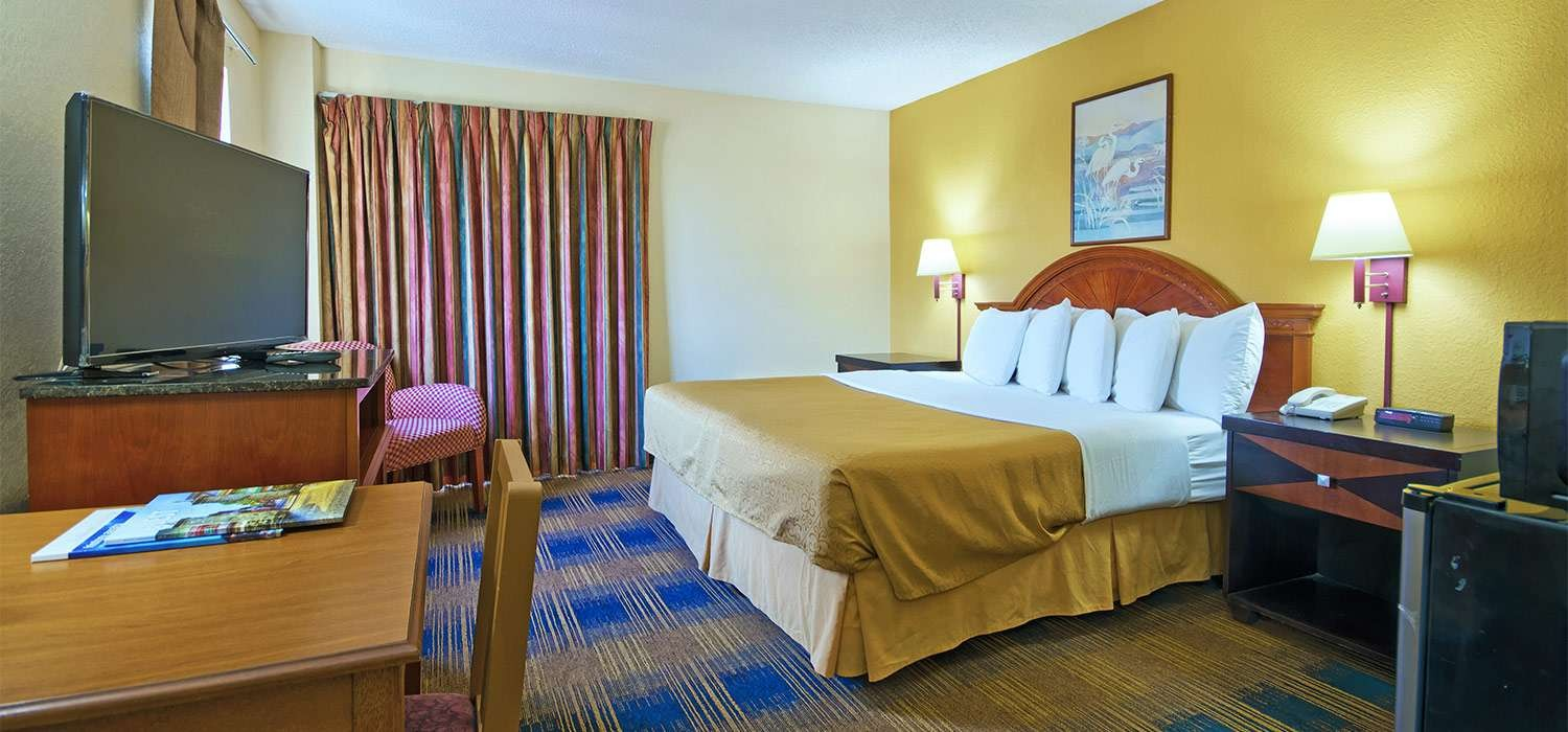 OUR COMFORTABLE ACCOMMODATIONS ARE JUST MINUTES FROM TOP ST. AUGUSTINE ATTRACTIONS